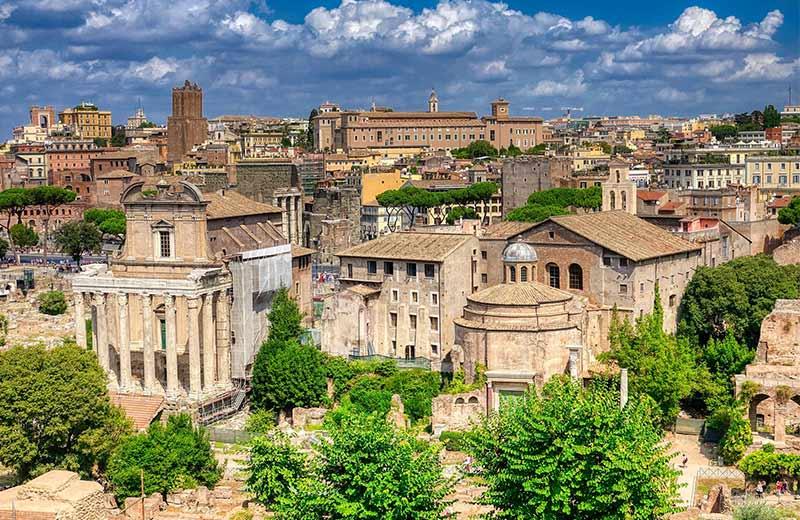 Povijesni razvoj turizma: Čovjek je od samih početaka svoje povijesti putovao i selio