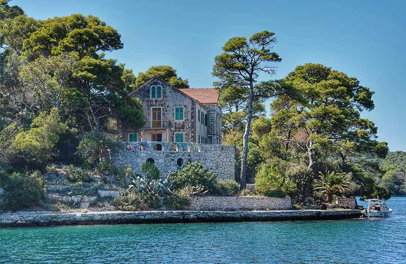 Netaknuta i veličanstvena priroda na najzelenijem mediteranskom otoku oduševljava tijekom cijele godine