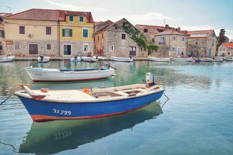 Hvarska Venecija: Poetski šarm, mediteranska arhitektura i bogata ribarska tradicija