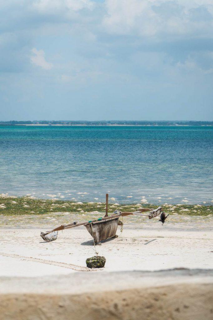 Plaže na Zanzibaru i brod