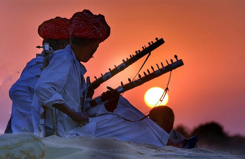 Zalazak sunca i svirači iz filma