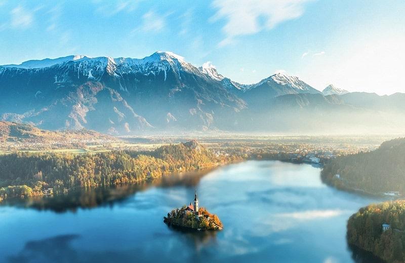 Čarobna Slovenija ima sve – moćne planine, prekrasna jezera, jame i slikovite gradove