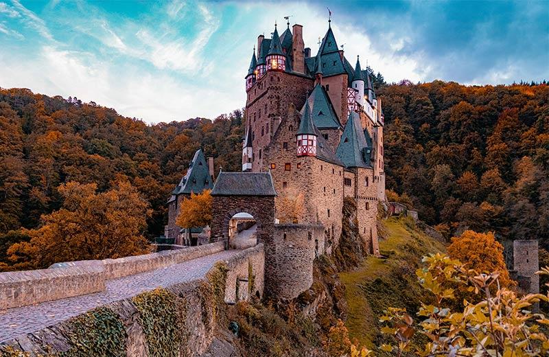 Najposjećeniji dvorci u Europi: Mjesta bogate kulture i burnih povijesnih priča