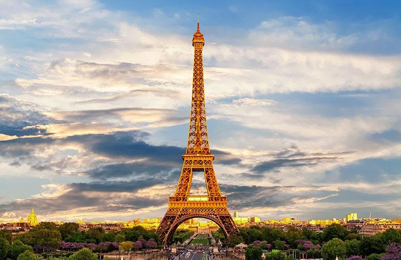 Zašto se svake godine smanjuje, kako se boja i još 10 stvari koje niste znali o Eiffelovom tornju