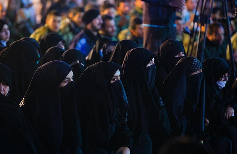Žene u crnini i strahu: Kako izgleda život u kalifatu Islamske države