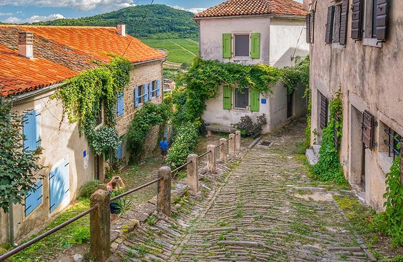 Hrvatske bajke i legende: doznajte gdje se okupljaju vještice, gdje spava zmaj i koja su sela izgradili divovi