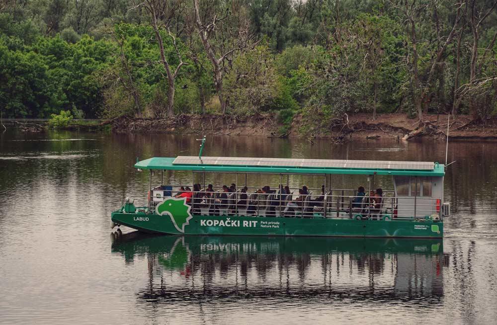 Brod Labud u parku prirode Kopački rit