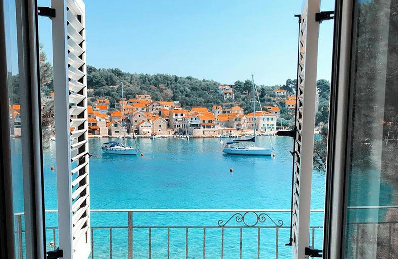 Otok Prvić – nerazvikani biser Mediterana koji će osvojiti vaša srca